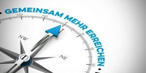 Kompass zeigt auf Gemeinsam mehr erreichen