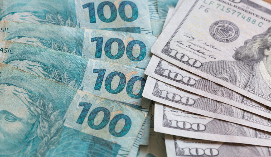 Brazilian money, reais and American dollars.